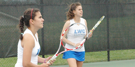 Alejandra Galvis (left) and Laura Vergara captured the lone LWC point today.