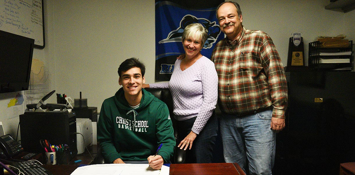 Photo for Men�s Basketball signs Zach Reeves for 2016-17 season