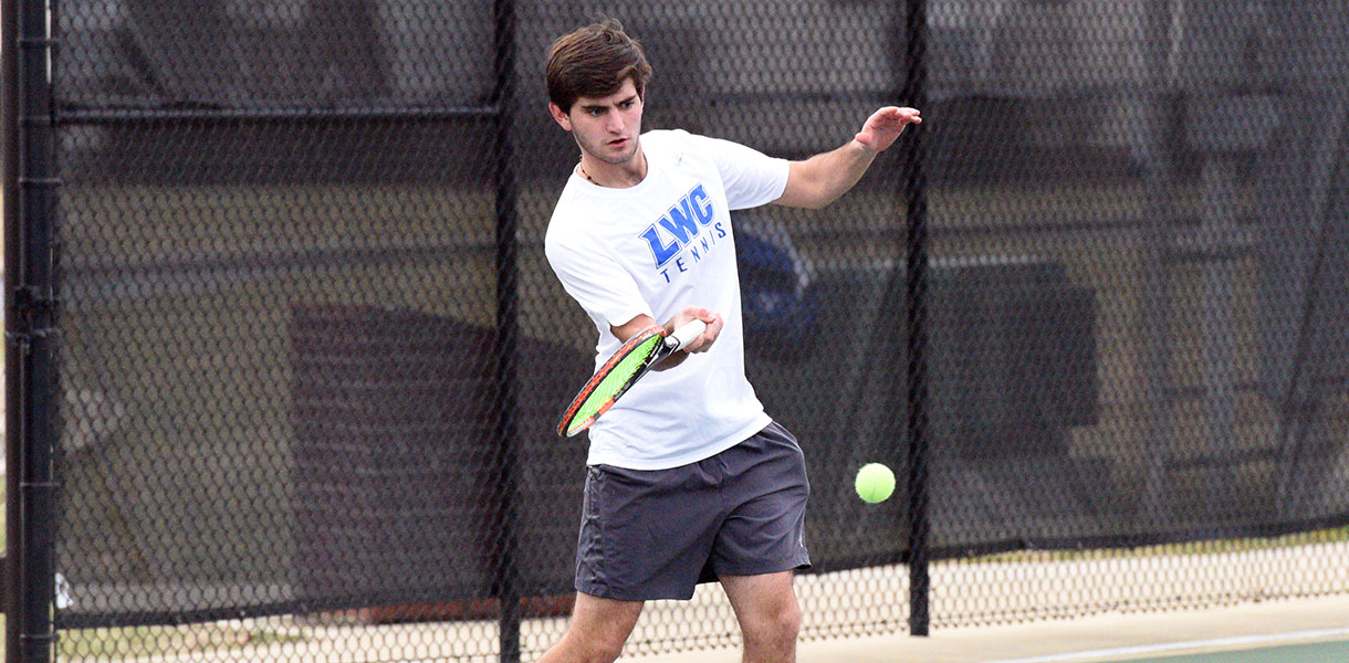 Photo for Men's Tennis beats second-straight ranked opponent in Reinhardt