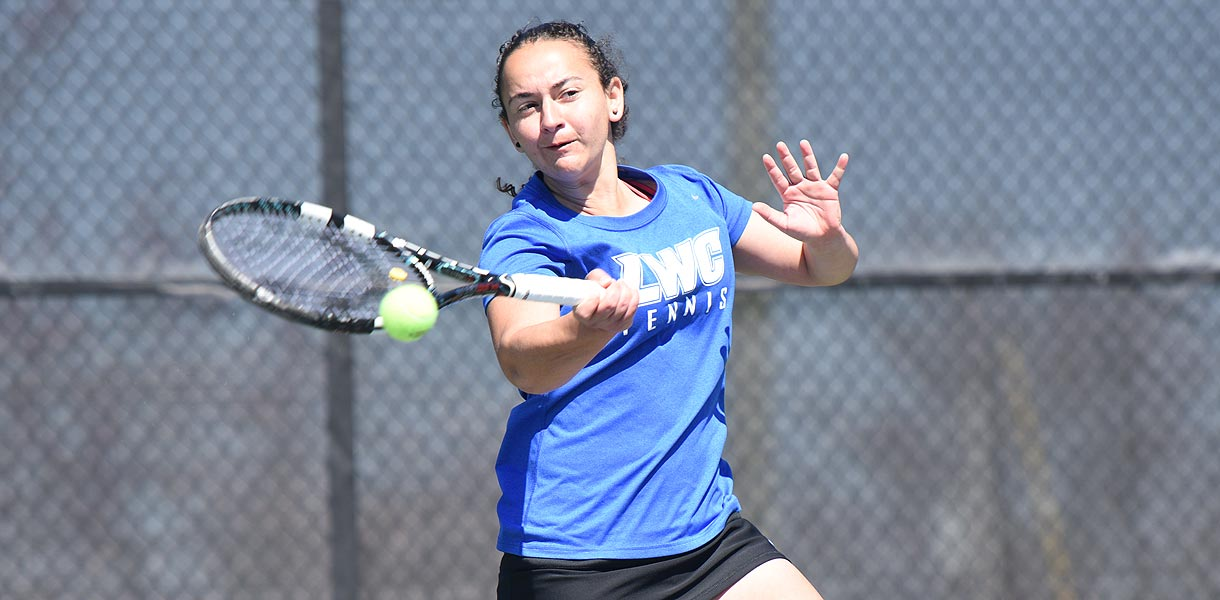 Photo for No. 2 Women's Tennis blanks No. 4 Brenau
