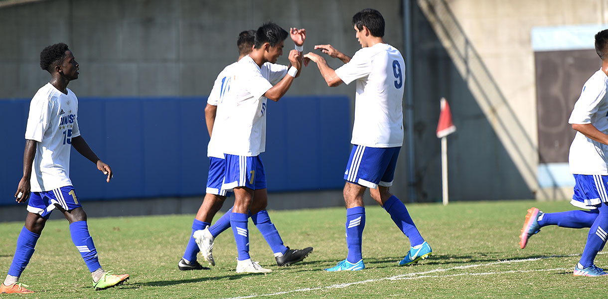 Photo for No. 14 Men's Soccer blanks Roosevelt 3-0 on Saturday